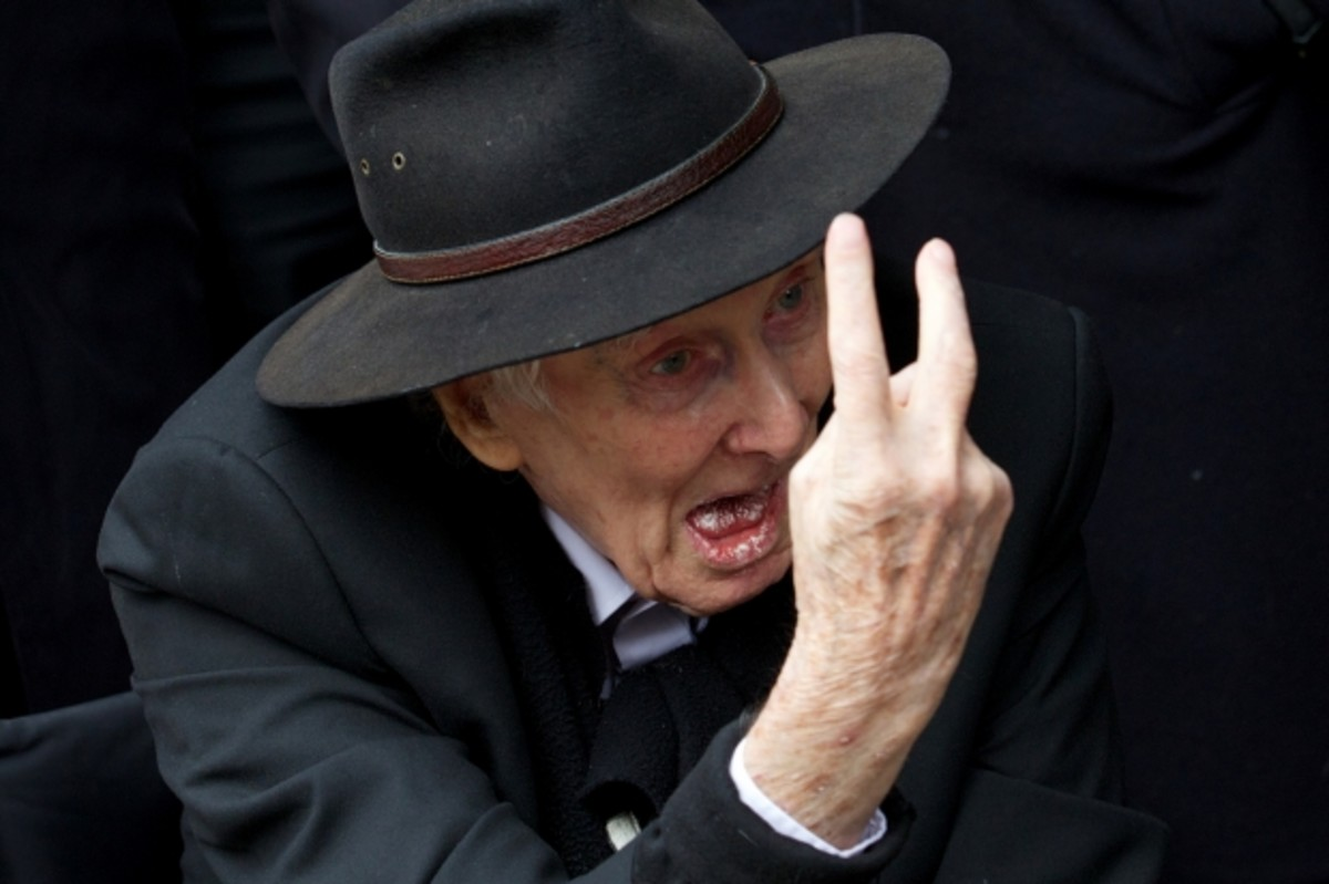 Biggs, giving a defiant gesture to reporters at partner-in-crime Bruce Reynolds' funeral in central London. March 20, 2013. (Getty)