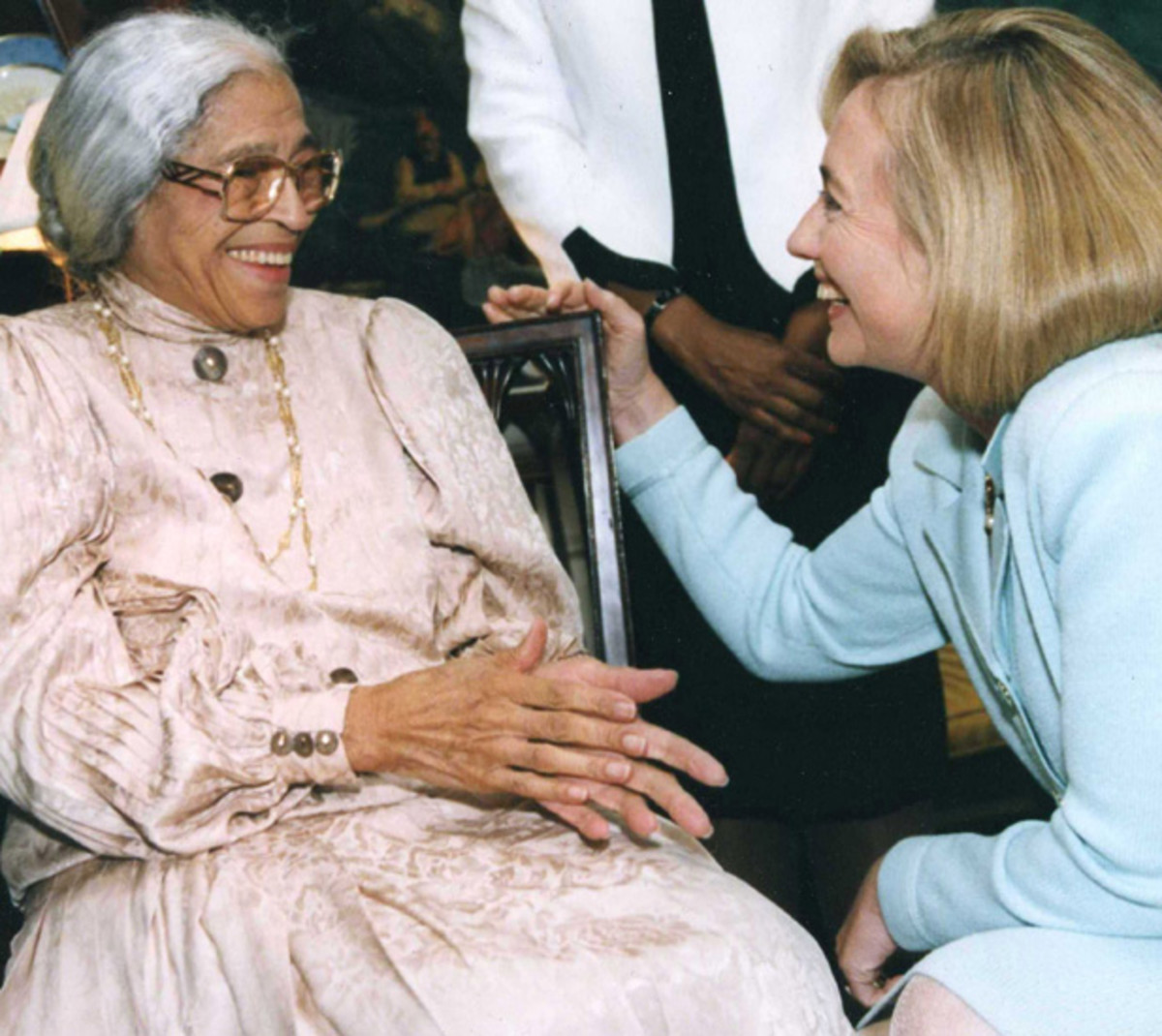 Parks with Hillary Clinton at the White House in 1990. (Photo: Monica Morgan/WireImage/Getty Images)