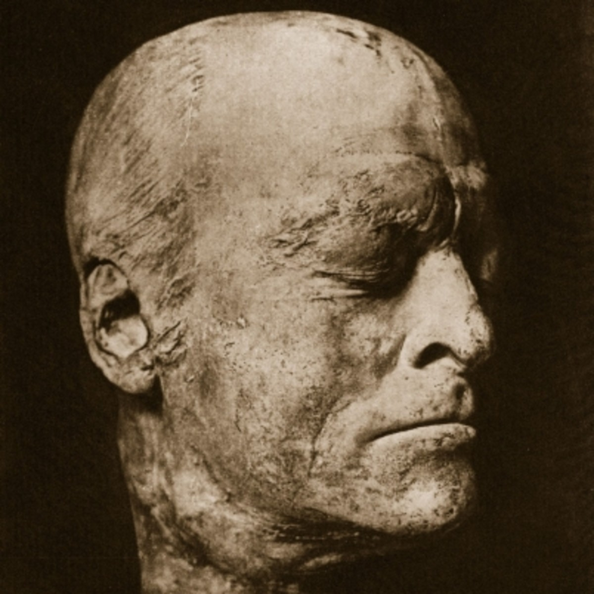 7 Famous Death Masks in History - Biography.com