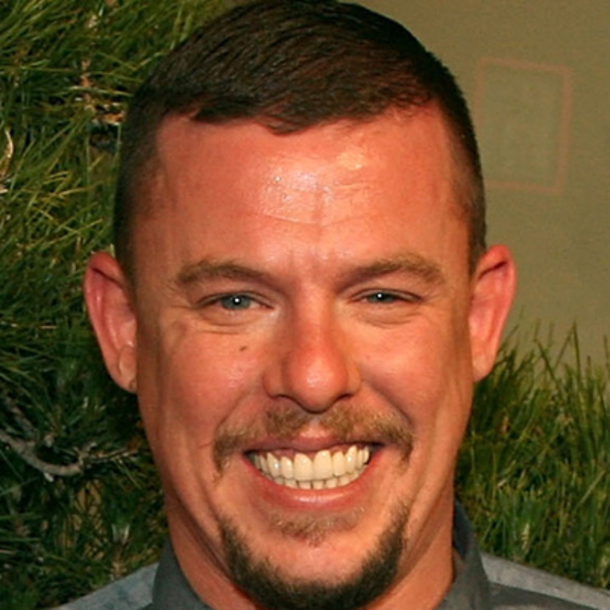 alexander mcqueen fashion designer biography. Black Bedroom Furniture Sets. Home Design Ideas