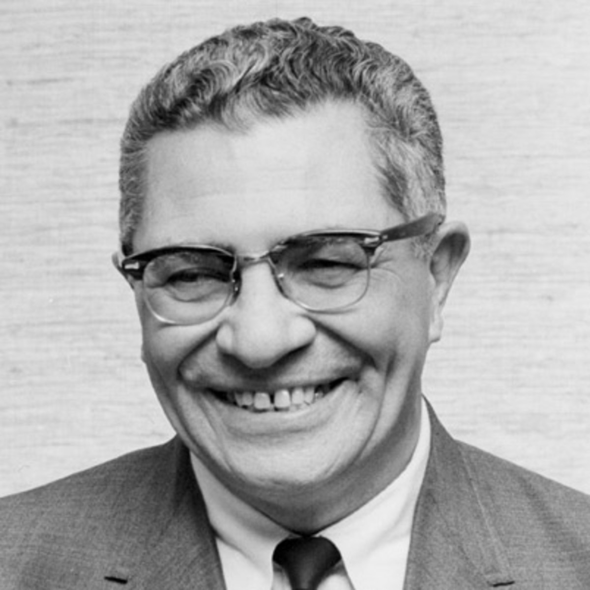 the life and early career of vincent lombardi Vince lombardi topic vincent thomas lombardi (june 11, 1913 – september 3, 1970) life and career early life lombardi grew up in ocean city.