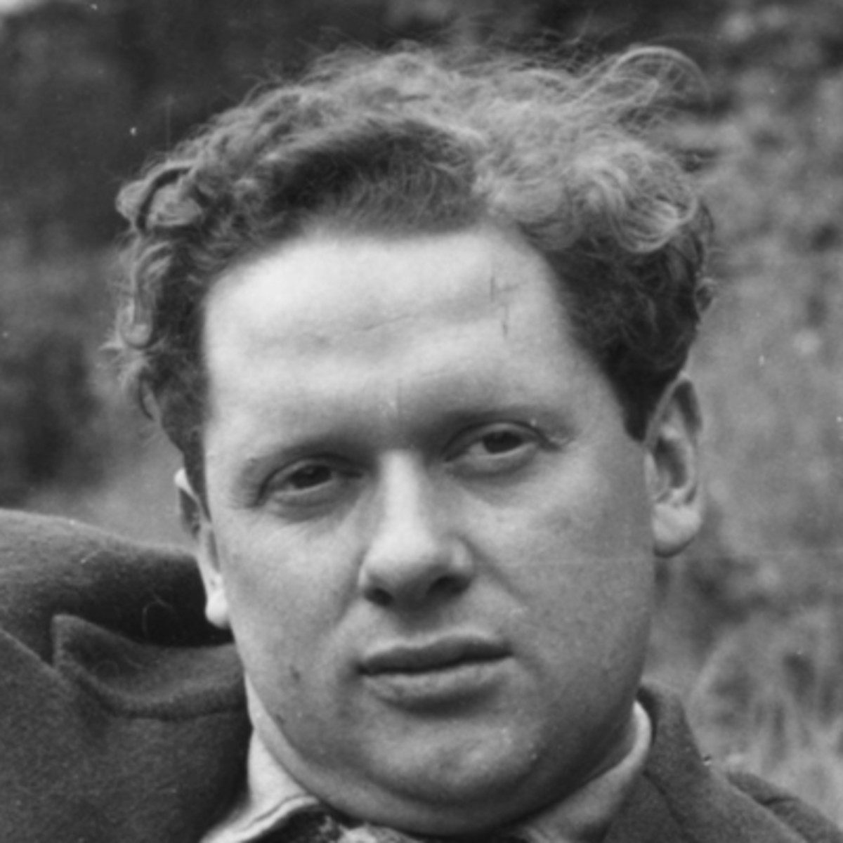 a biography of dylan marlais thomas born in swansea wales Dylan thomas born: october 27, 1914 swansea, carmarthenshire, wales died: november 9, 1953 welsh childhood dylan marlais thomas was born in the welsh seaport of swansea, carmarthenshire, wales, on october 27, 1914 his father dylan thomas: the biography washington, dc: counterpoint.