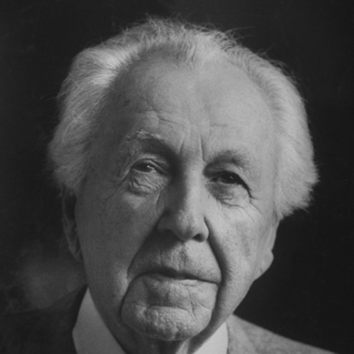 a biography of frank lloyd wright an american architect Read american architect frank lloyd wright 18671959 is one of the most important figures in 20th century architecture in terms of his impact on society and the.