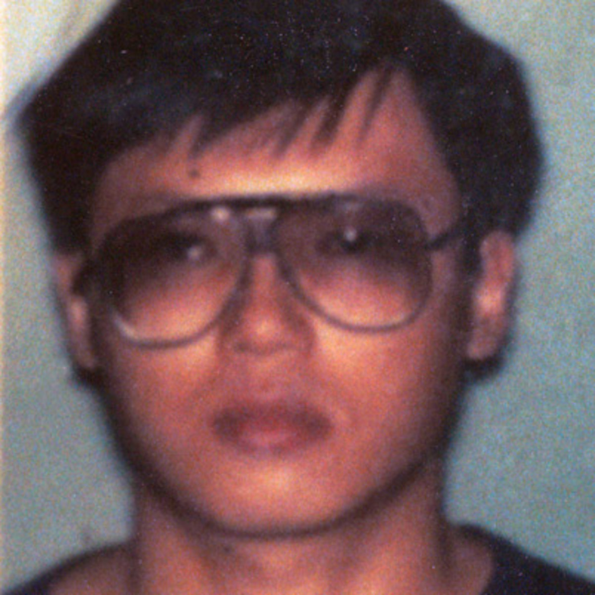 charels ng Background: charles ng charles ng was a chinese born serial killer who was partnered with leonard lake to commit murders ng was born in hong kong in 1960, his father was strict even as a young person he exhibited a pension for stealing and setting fires.