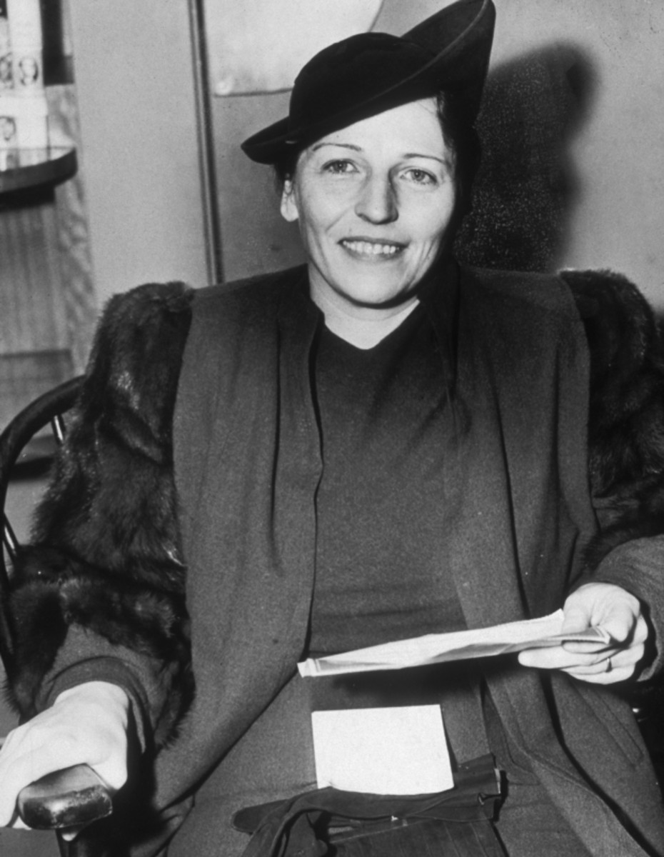 Pearl S. Buck holds the cablegram that announces she just won the Nobel Prize in Literature, Nov. 10, 1938. (Getty)