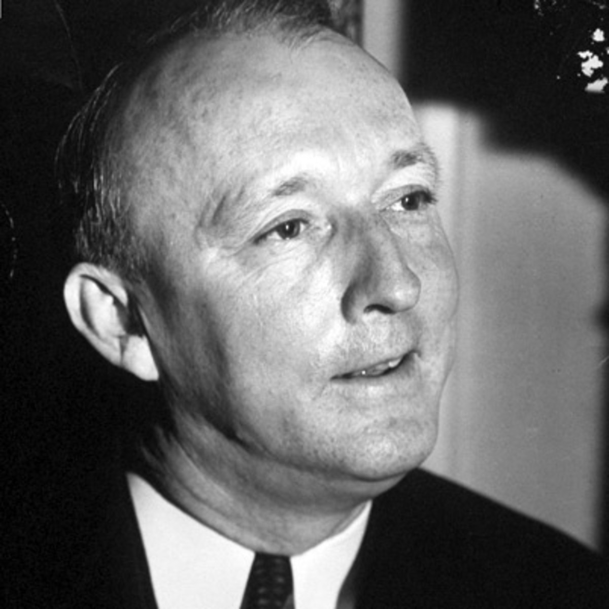 hugo black During his thirty-four year tenure as a justice of the supreme court, hugo l black demonstrated, in the words of one of his colleagues, a true passion for the constitution at a moment's notice, in front of visiting students or a clutch of legal dignitaries, the judge would whip his tattered copy of the constitution from his coat pocket, flip through it to a particular passage and then, in a.
