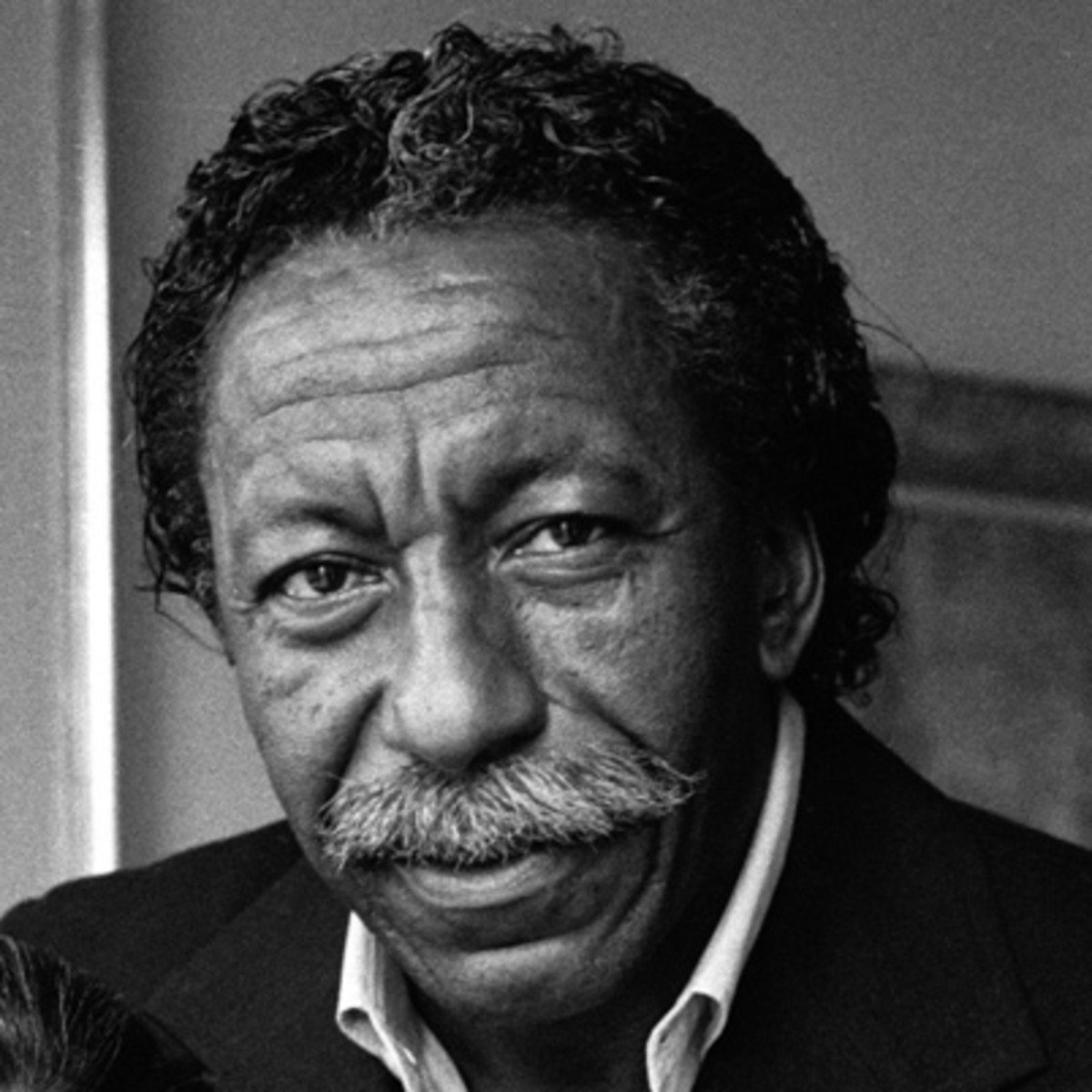gordon parks Gordon parks, in full gordon roger alexander buchanan parks, (born november 30, 1912, fort scott, kansas, us—died march 7, 2006, new york, new york), american author, photographer, and film director who documented african american life the son of a tenant farmer, parks grew up in poverty after dropping out of high school, he held a series of odd jobs, including pianist and waiter.