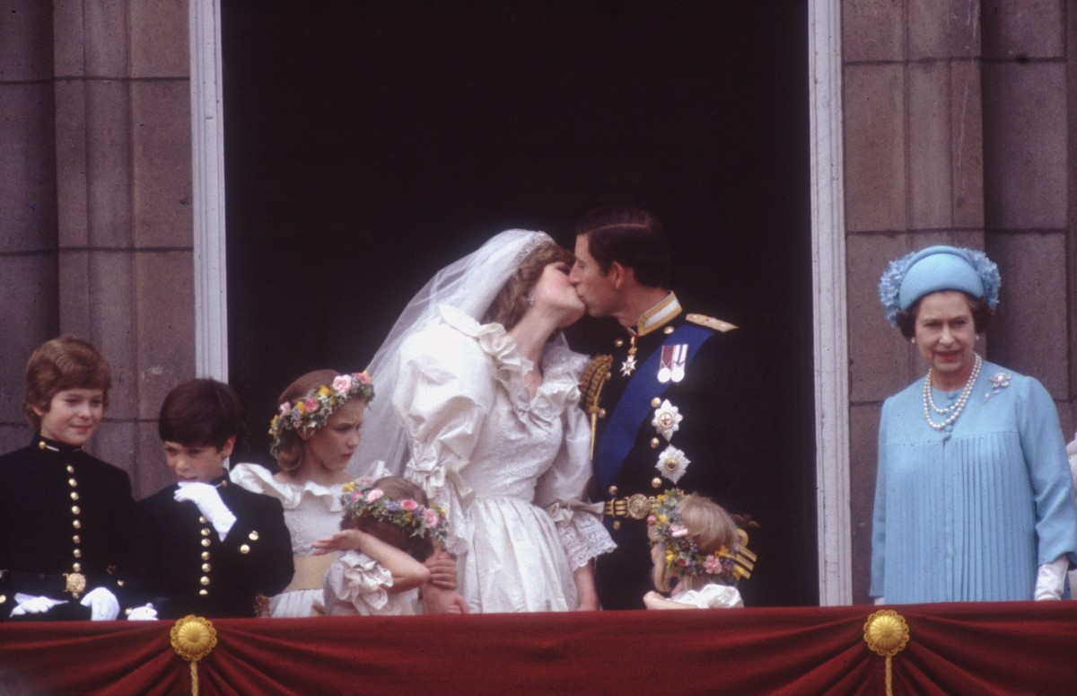 Queen Elizabeth II: Happy times on the balcony of Buckinham Palace for Prince Charles and Princess Diana right after their wedding, July 29, 1981.  (Photo by Hulton Archive) (Photo: Getty Images)