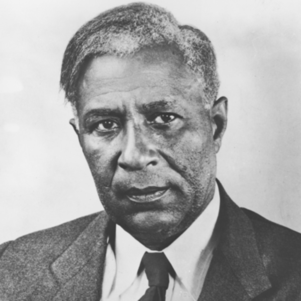 African-American Inventors - Biography.com:Garret Augustus Morgan Garrett Morgan opened up a sewing machine and shoe  repair shop in Cincinnati, Ohio, in 1907. An innovative mind, he kept busy  ...,Lighting
