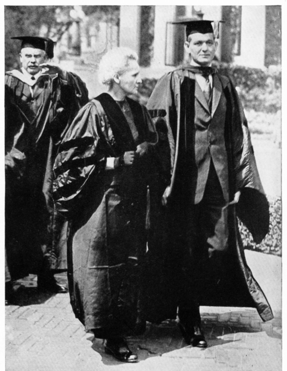 Marie Curie receives an honorary doctorate from Columbia University during her visit to the United States, 1921. (Getty)