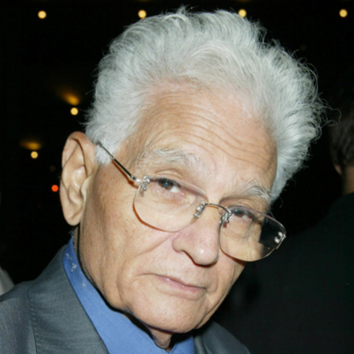 jacques derrida differance essay I'm not sure if i understood this essay derrida just loves to complicate everything actually, i learned more about differance from other books rather than his own book.