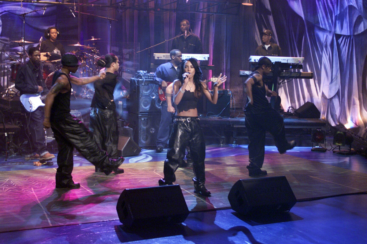 Aaliyah: Aaliyah swoons the audience as her background dancers groove to her music as she performs on The Tonight Show with Jay Leno on April 26, 2000.