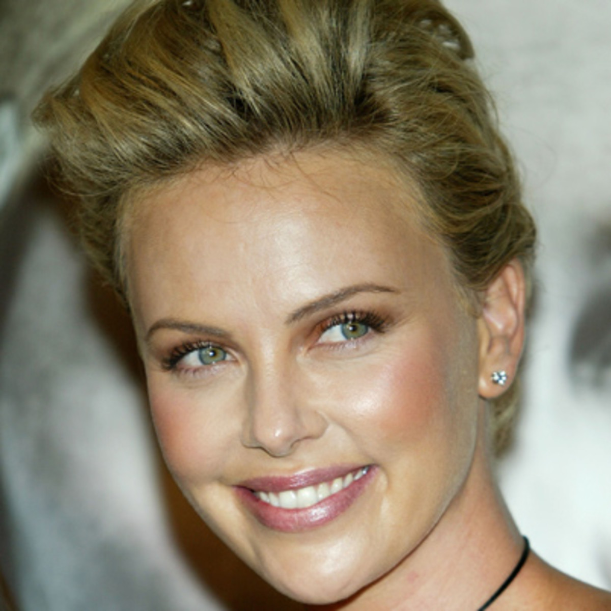 Charlize Theron Biography