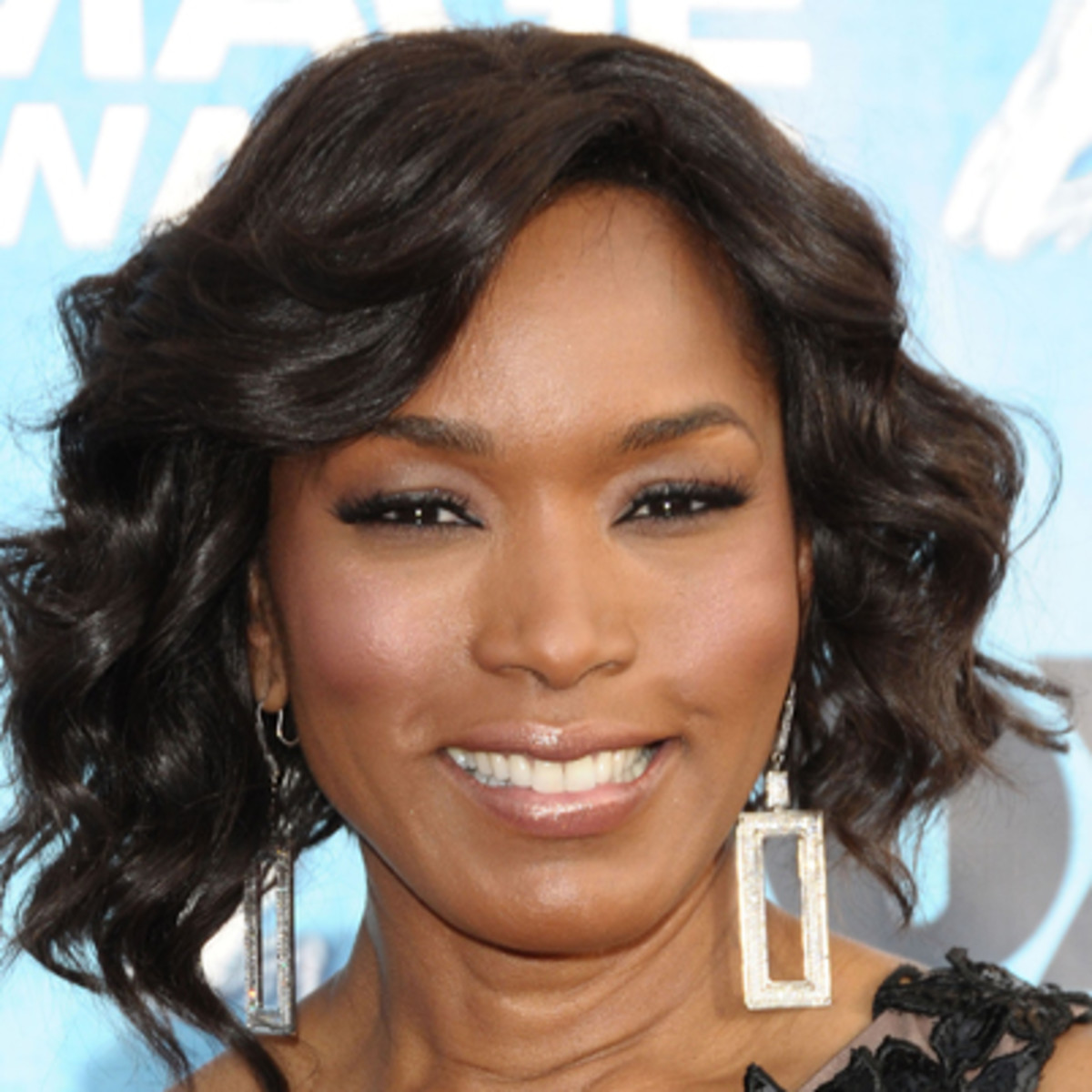 Angela Bassett Biography