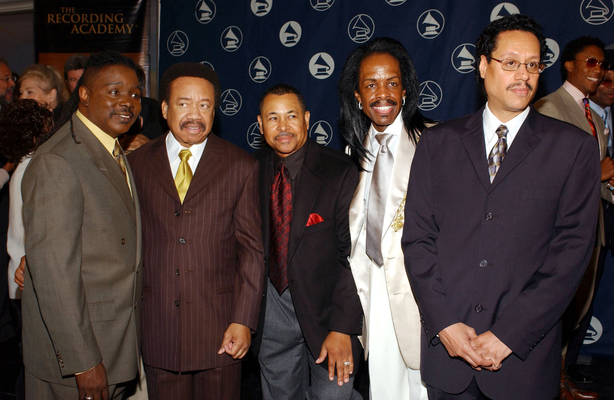 BEVERLY HILLS, CA - JUNE 8:  Recording artists Earth Wind and Fire (L-R) Philip Bailey, Maurice White, Verdine White, Ralph Johnson and Larry Dunn attend the 2004 Governors Membership Awards luncheon at the Beverly Hills Hotel on June 8, 2004 in Beverly Hills, California.  (Photo by Amanda Edwards/Getty Images)