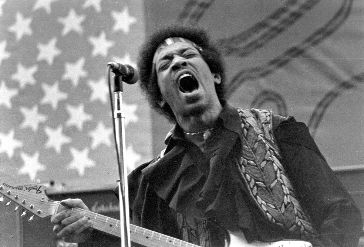 a biography of jimi hendrix a guitarist Jimi hendrix was the 1960s musician and songwriter who delighted audiences with his outrageous electric guitar playing learn more at biographycom.