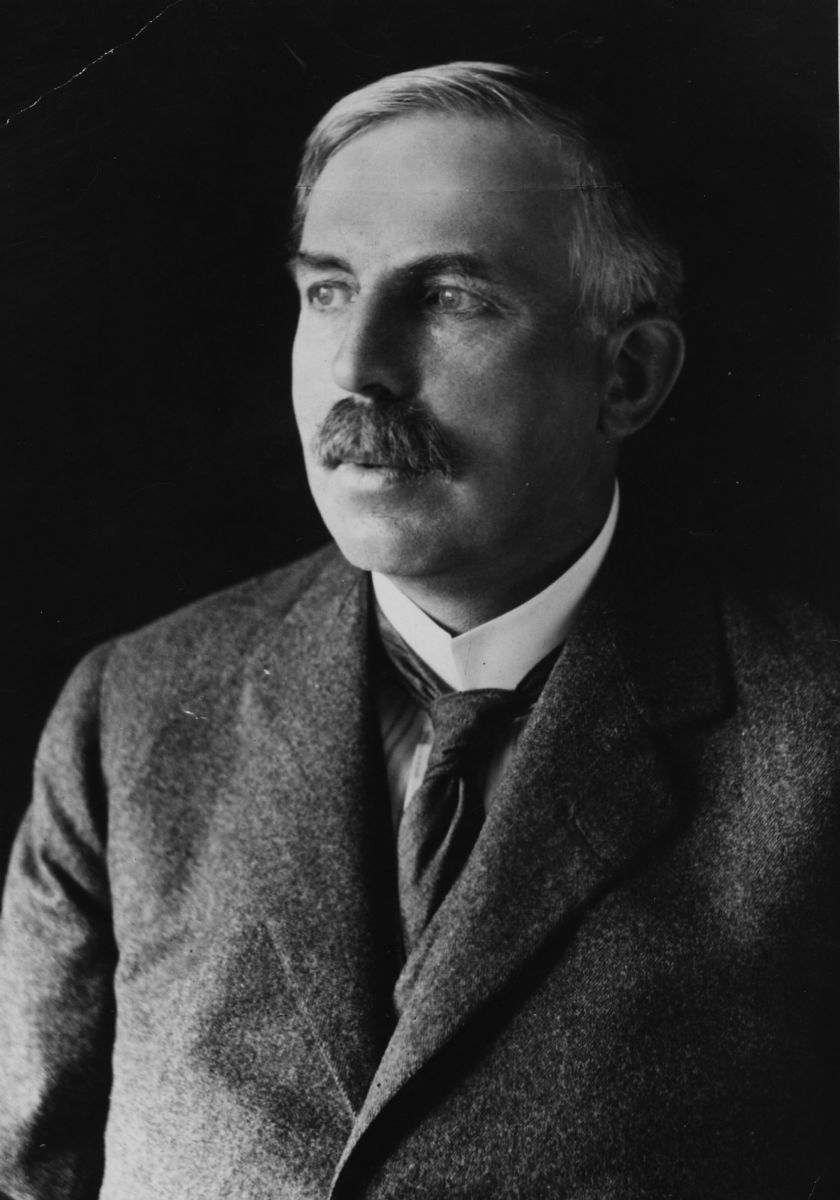 a biography of ernest rutherford Ernest rutherford was born in 1871, in nelson, new zealand in 1889, rutherford was awarded a scholarship and he proceeded to the university of new zealand.