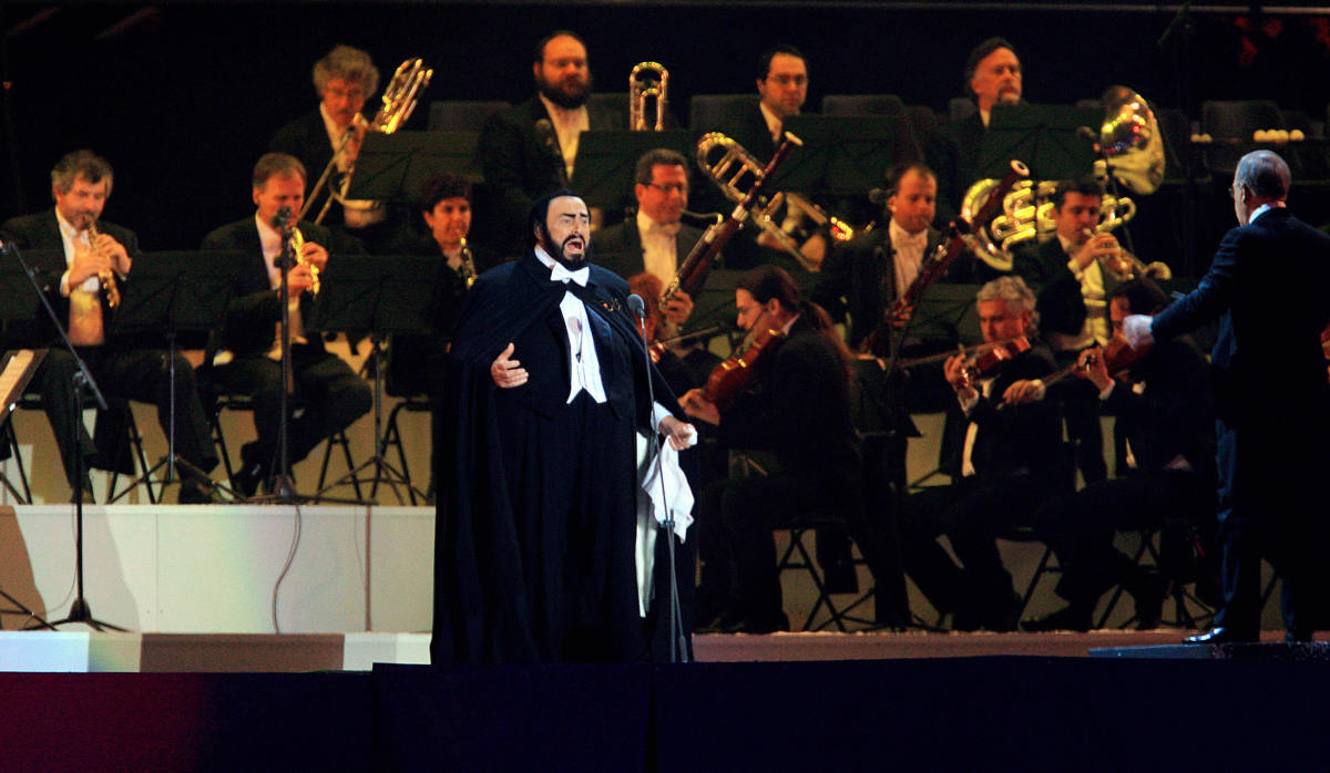 Pavarotti 2006 Olympic Ceremony Photo