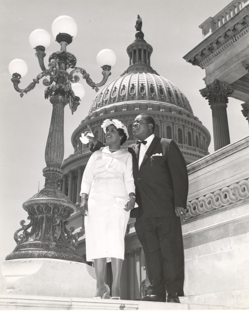 louis armstrong and all that jazz com louis armstrong louis armstrong stands on capitol hill his wife lucille getty