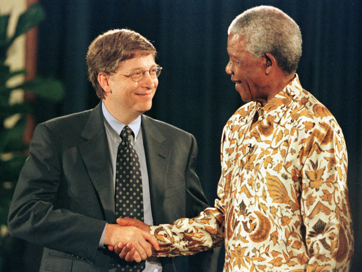 Former South African President Nelson Mandela shakes hands with Microsoft CEO/Chairman Bill Gates during a discussion on global health at the University of Washington Medical Center in Seattle in 1999. Mandela thanked Gates for the millions of dollars Bill and Melinda Gates have donated to worldwide charities.