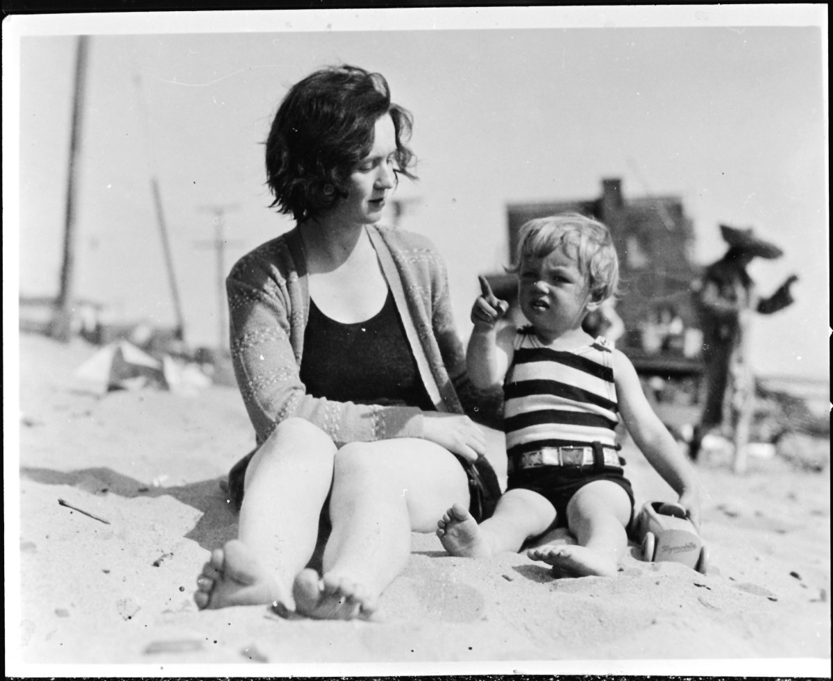 Marilyn Monroe Photo Gallery: Norma Jeane Baker around the age of 3, with her mother, Gladys, who would place the young child in foster care and then eventually reclaim her, only to be forced herself to be institutionalized at the State Hospital in Norwalk, Los Angeles County. (Photo by Silver Screen Collection/Hulton Archive/Getty Images)