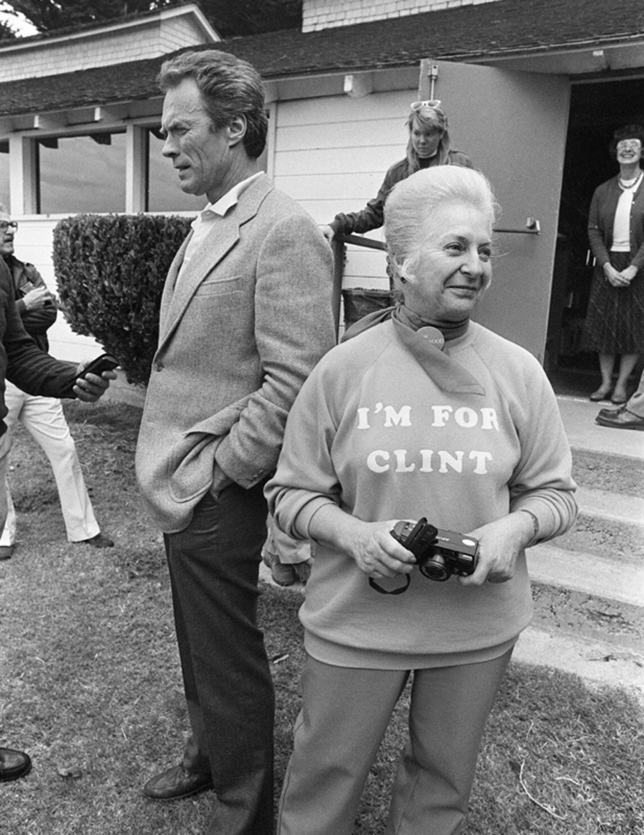 Clint Eastwood stands with Carmel resident and Eastwood-for-Mayor supporter Bruna Odello outside the Mission Ranch Inn. (April 7, 1986). (Getty)