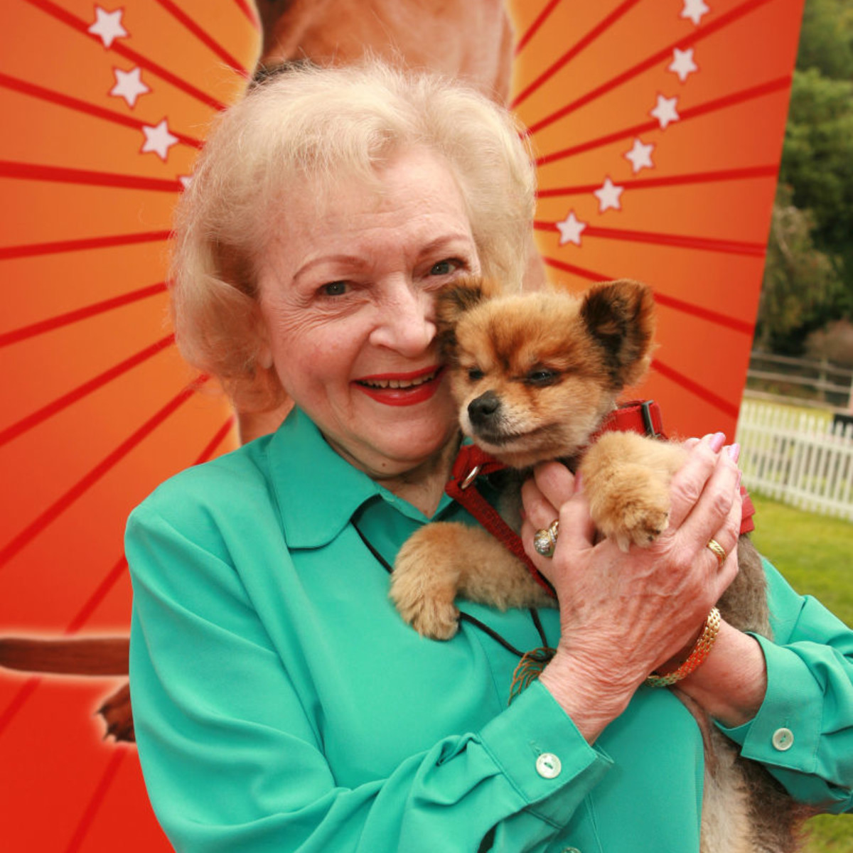 Animal lover Betty poses with a furry friend at the Peope's Choice Awards in 2012.