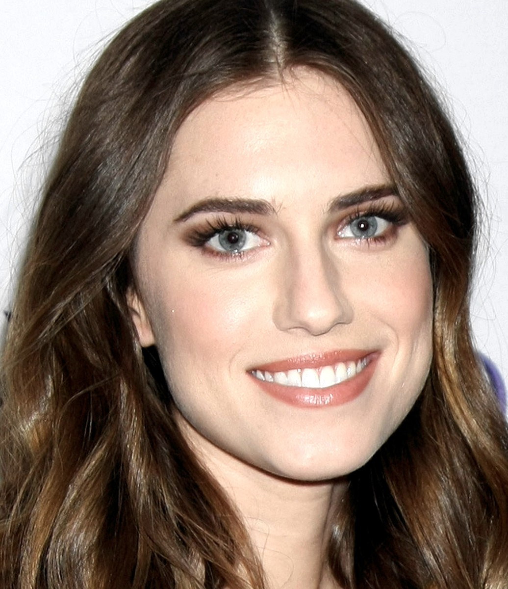 Allison Williams 600x700