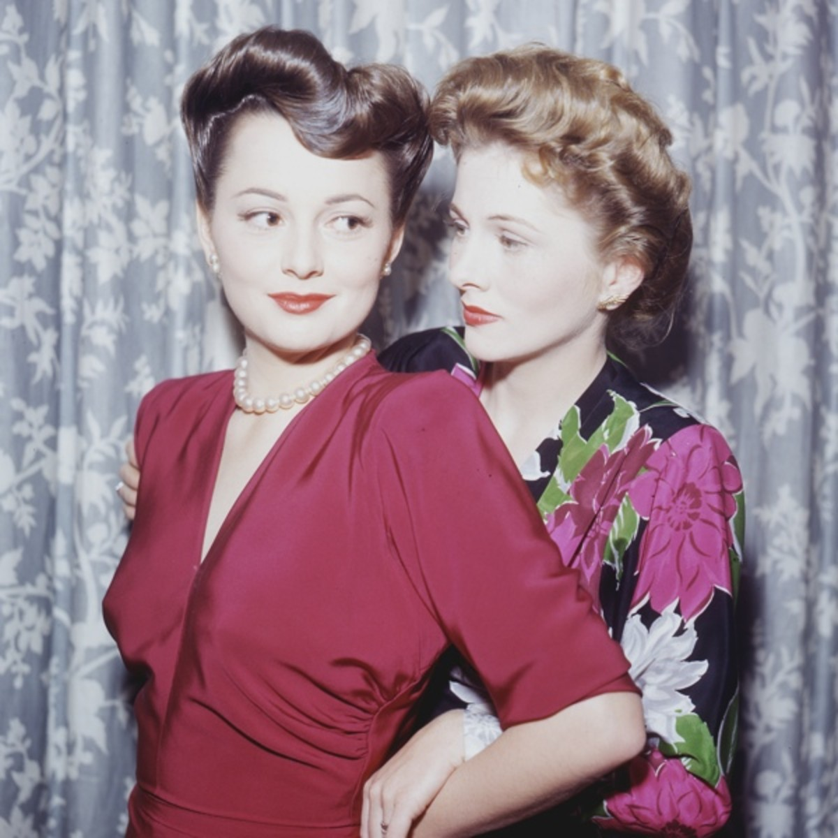 DO NOT USE Olivia de Havilland and Joan Fontaine