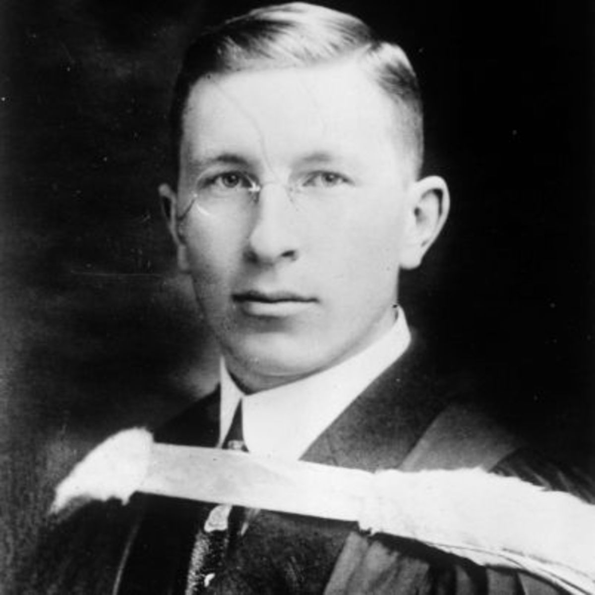 an introduction to the life of frederick banting Banting frederick banting was thirty-one when he received the nobel prize for  his part in the discovery of insulin.