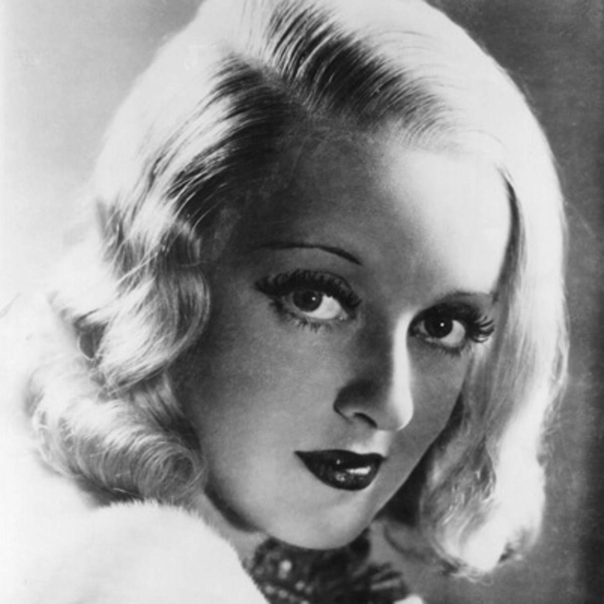 bette davis classic pin ups actress biography. Black Bedroom Furniture Sets. Home Design Ideas