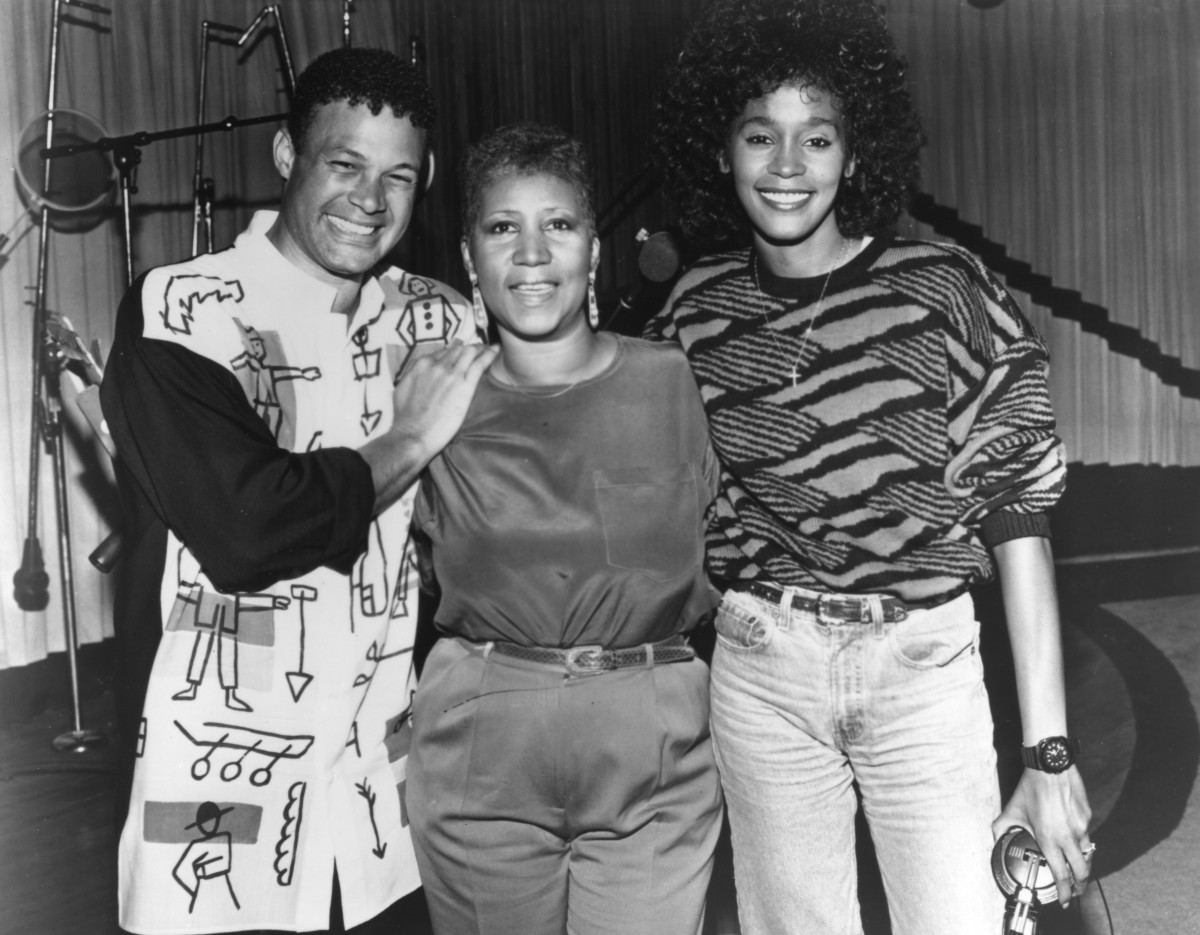 Aretha Franklin: One big happy family, Aretha Franklin (C) takes a poses with producer, arranger and close friend Narrada Michael  Walden and goddaughter Whitney Houston while in the studio recording the song 'It Isn't, It Wasn't, It Ain't Gonna Be Me' in  May, 1989, in Detroit, Michigan. (Photo by Michael Ochs Archives/Getty  Images)