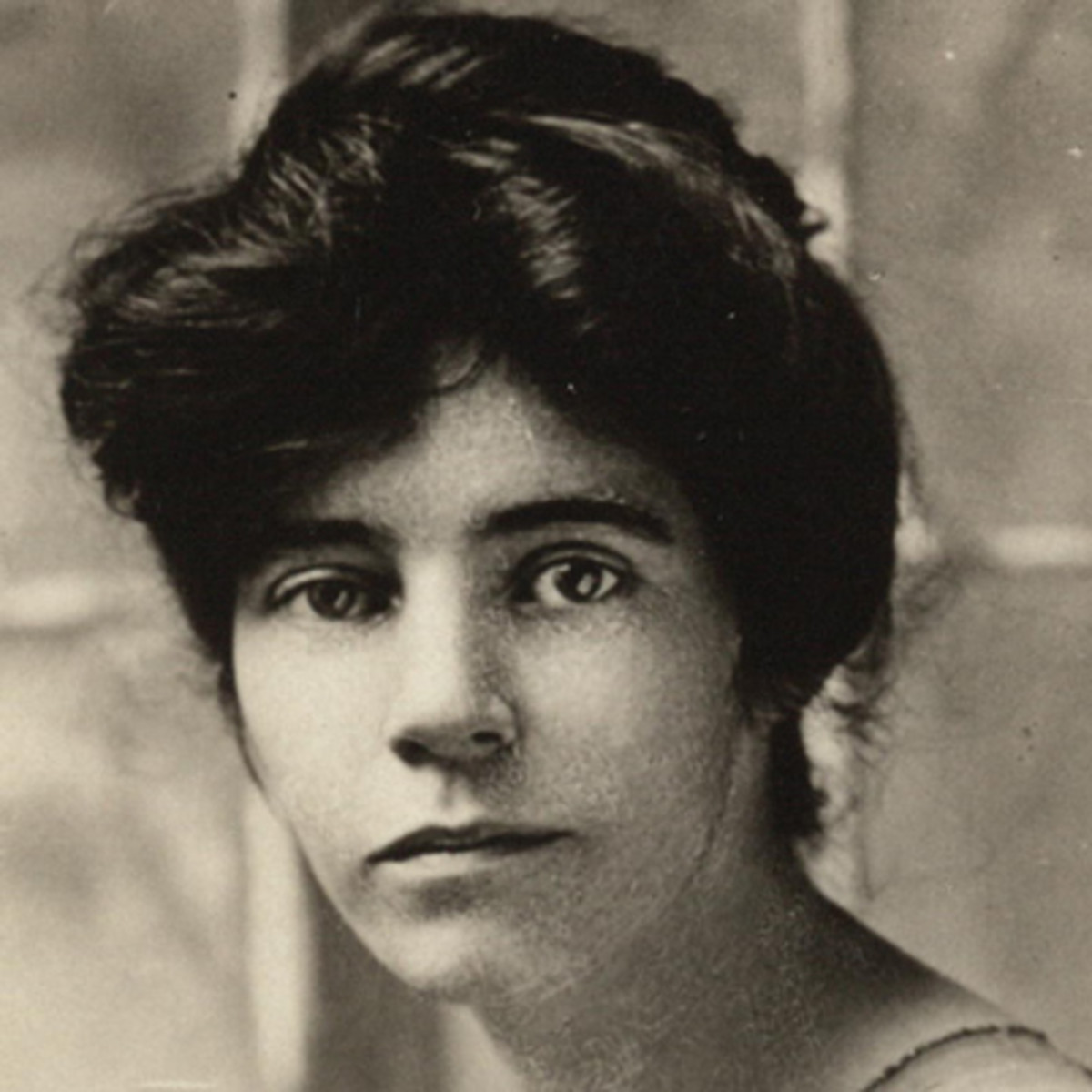 a biography of alice paul Alice paul's biography view biography of alice paul with birthdate, birthplace, birthname and height at famous biography.