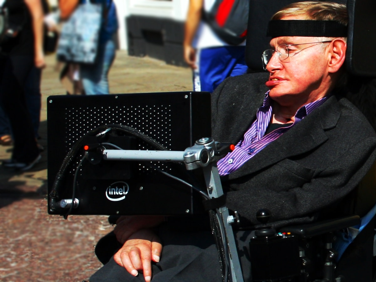 essay biography of stephen hawking Stephen had always shown an interest in science after graduating from high school he enrolled himself at oxford there was no mathematics offered at the time, so hawking chose physics as his major during his time at oxford.