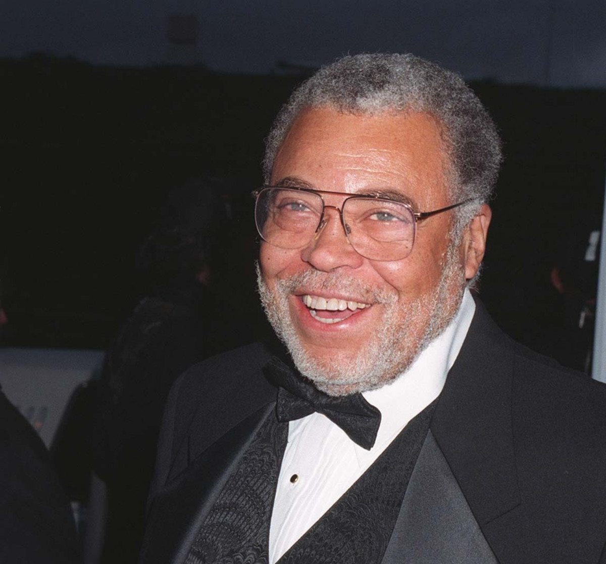 james earl jones biography James earl jones early life james earl jones was born on january 17, 1931 in arkabutla, mississippi, united states his father, robert earl jones was an actor and fighter but he died in 2006, and his mother ruth connolly worked as a teacher.