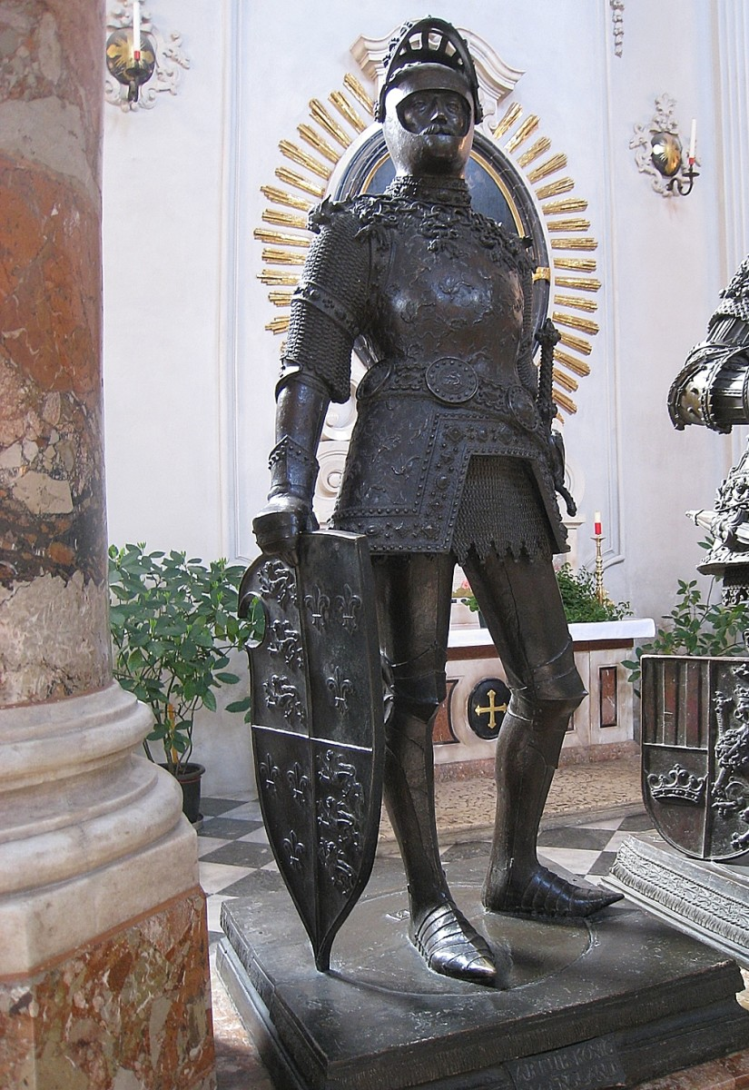 King Arthur statue (via Wikicommons)