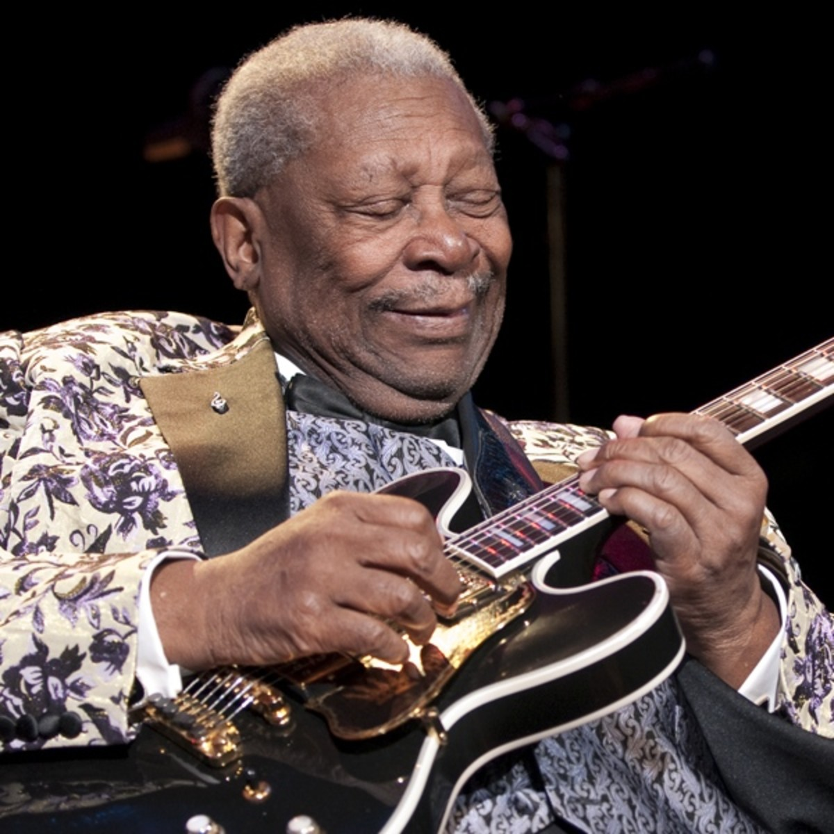 a biography of the blues riley b king famous guitarist How did one of the most famous guitarists and signer the short story is that riley b king was born in 1925 in bb king is a member of the blues.