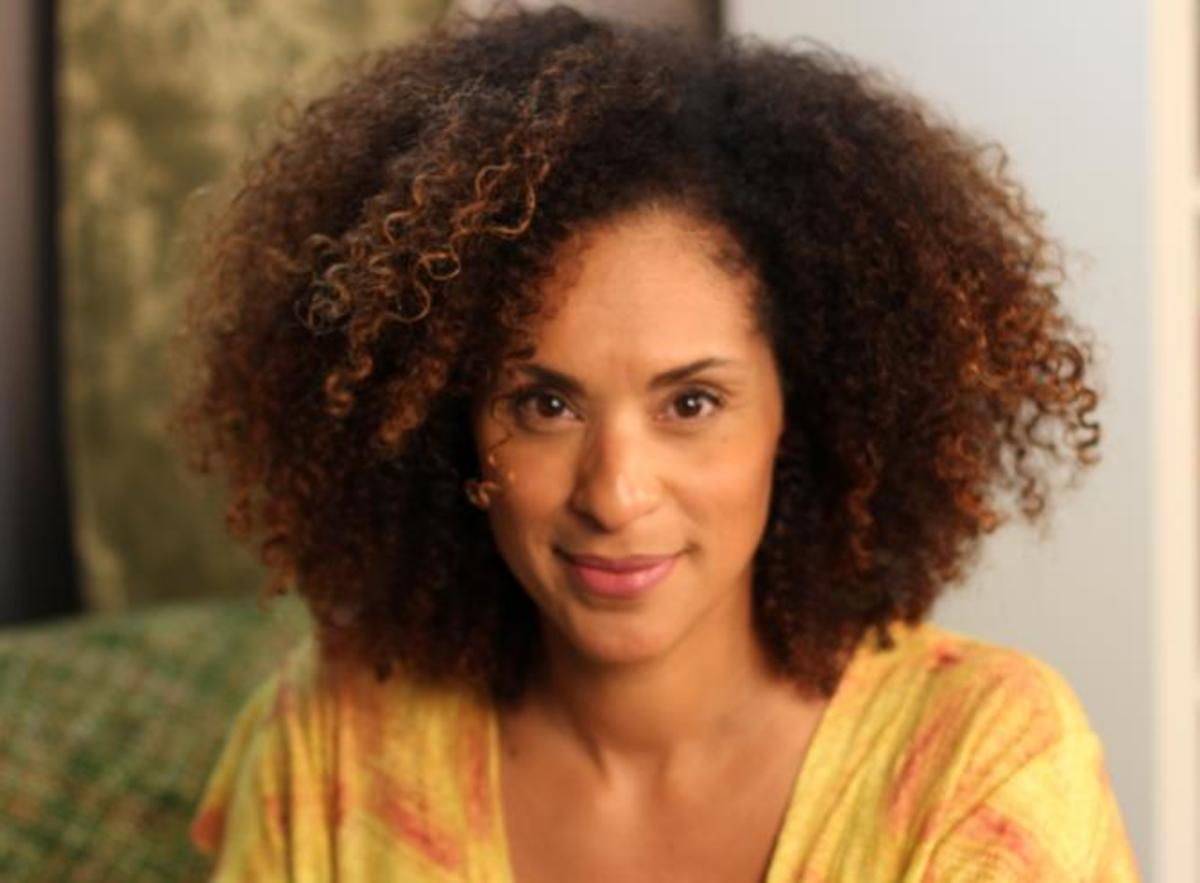 Karyn Parsons Photo