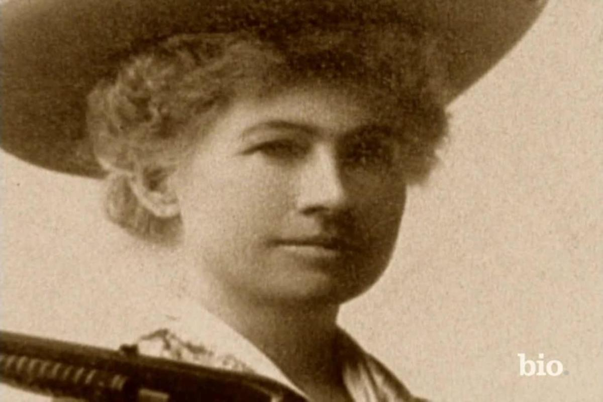 annie oakley Annie oakley her name was phoebe moses and she was born in darke county,  ohio in 1860 and she could shoot the head off a running quail when she was.