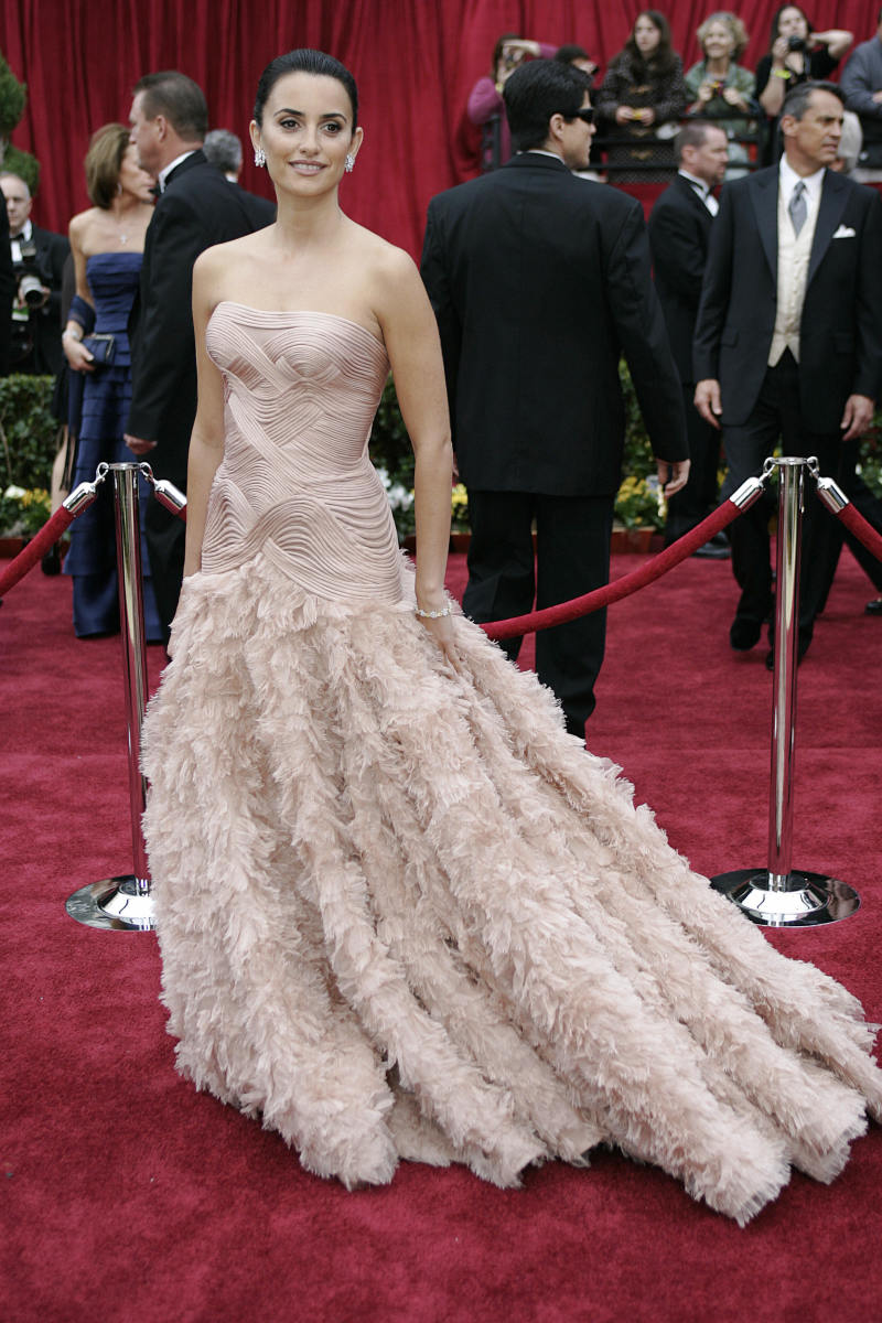 Penelope Cruz 2007 Oscars Dress Photo