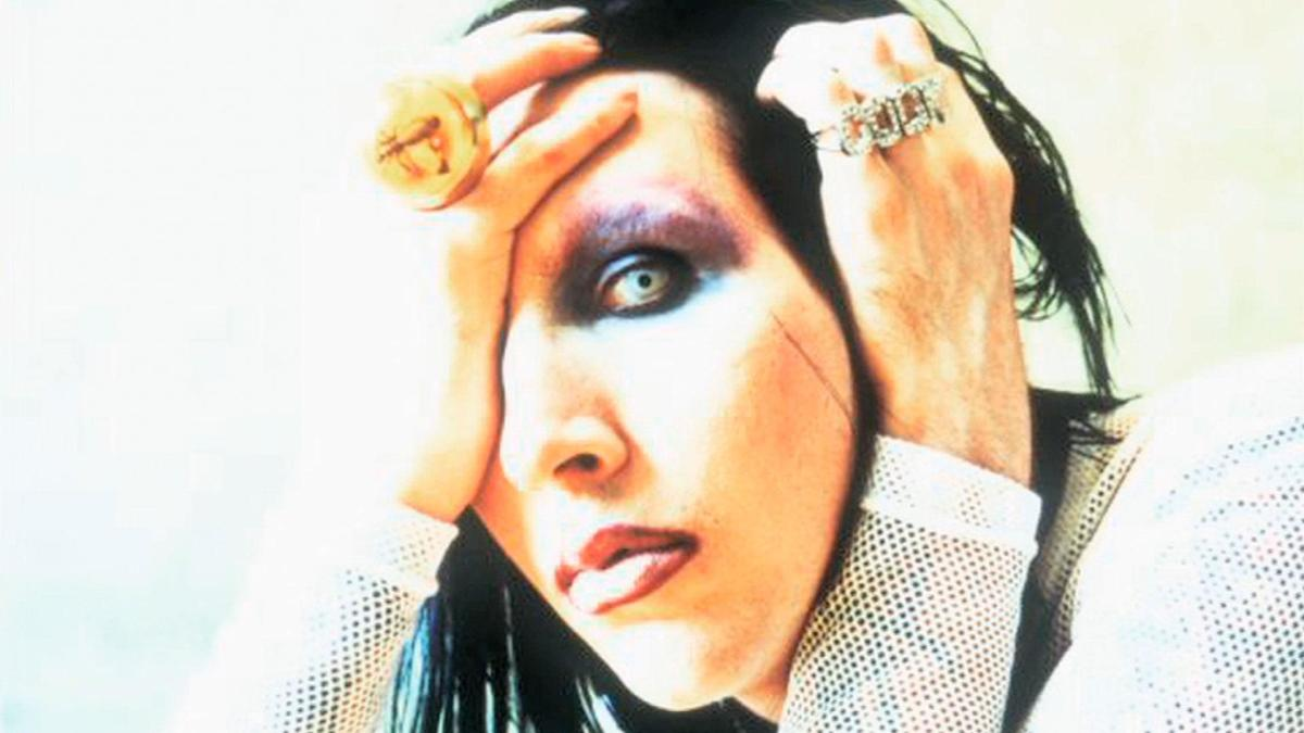 a biography of marilyn manson a pop singer Marilyn manson biography, discography, chart history on news on rock, pop, country metal band led by the singer also named marilyn manson.