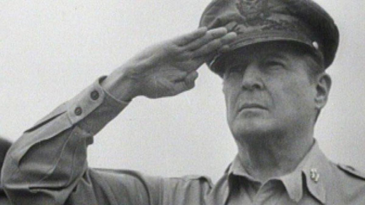 General Douglas MacArthur - Full Episode