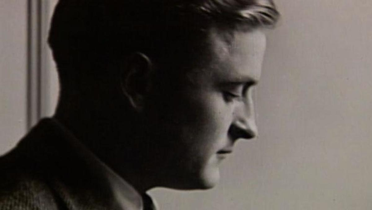 a biography of f scott fitzgerald Frances scott key fitzgerald (1896 - 1940), better known as f scott fitzgerald,  was an american author of novels and short stories, born in st paul, minnesota, .