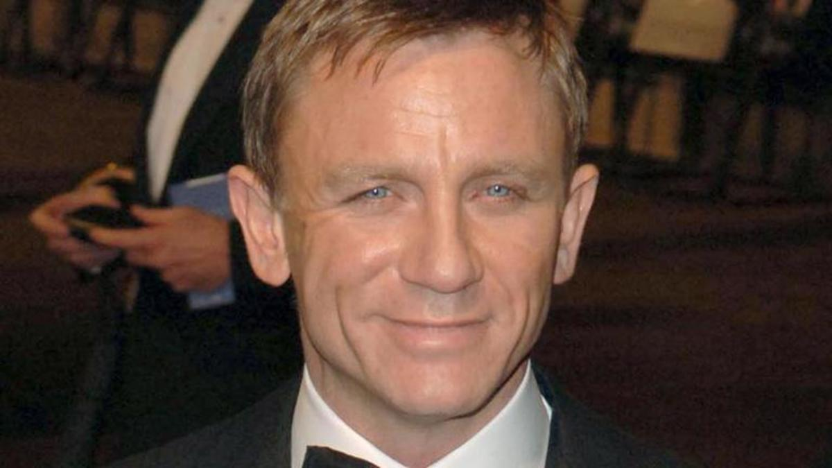 Watch Daniel Craig (born 1968) video