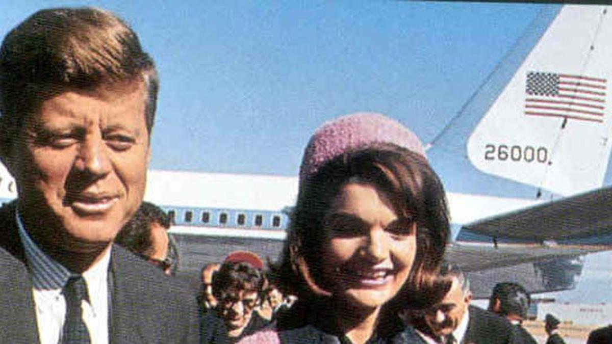 the assassination of president john f kennedy Editor's note - on nov 22, 1963, president john f kennedy was assassinated while visiting texas with his wifeap photographer james ike altgens was near.