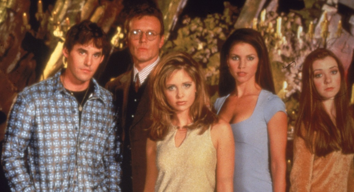 buffy cast dating Bonding on buffy the that's why last year it was so momentous when a dozen members of the main cast it was already weird when we were engaged and dating.