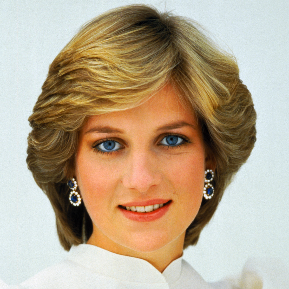 diana princess of wales biography Princess of wales (welsh: tywysoges cymru) is a british courtesy title held by the wife of the prince of wales, who is, since the 14th century, the heir apparent of the english or british monarch the first acknowledged title holder was eleanor de montfort, wife of llywelyn ap gruffudd.