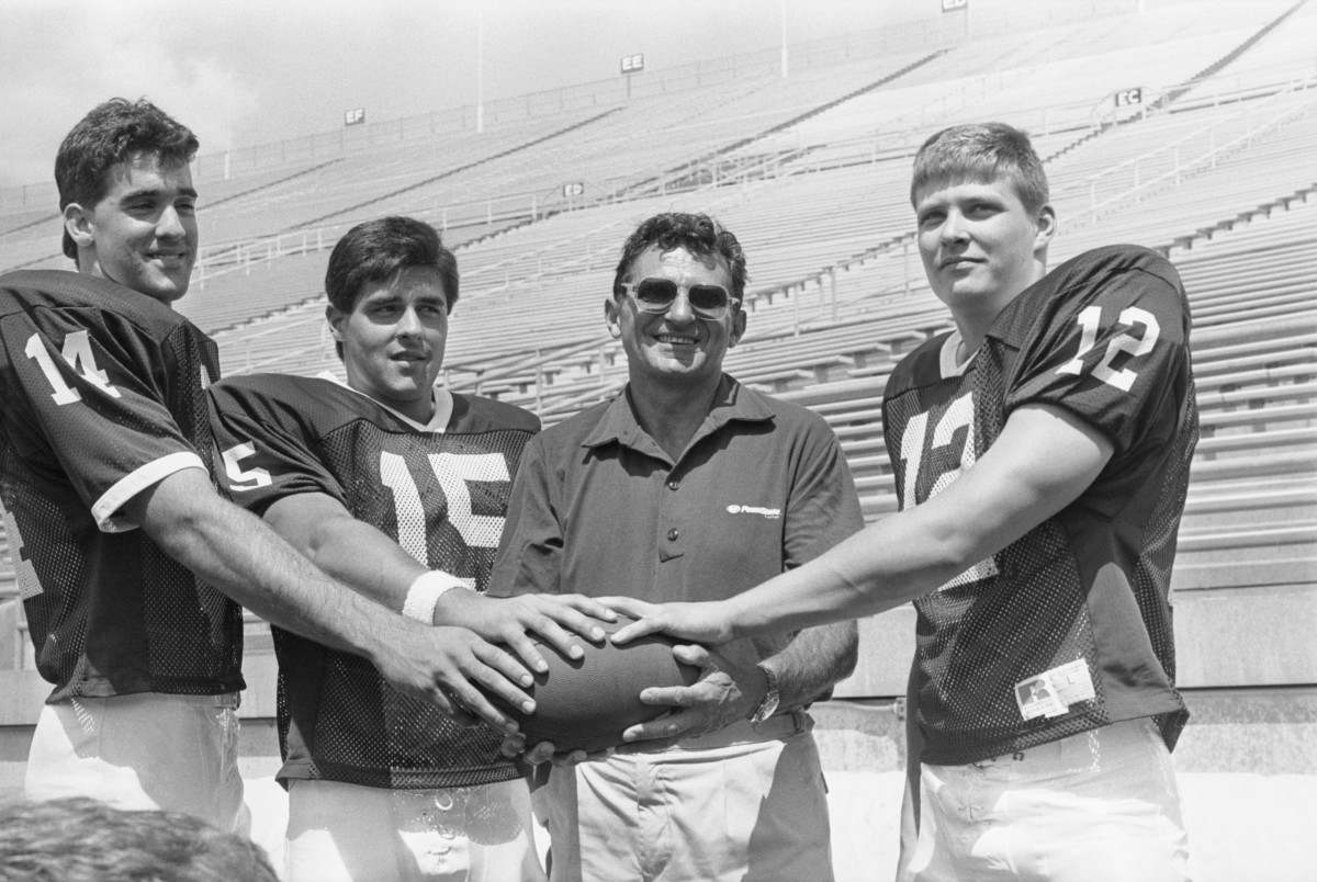 Joe Paterno (C) poses with his three quarterback hopefuls (L-R) Doug Sieg, Lance Lonergan and Tom Bill 1988