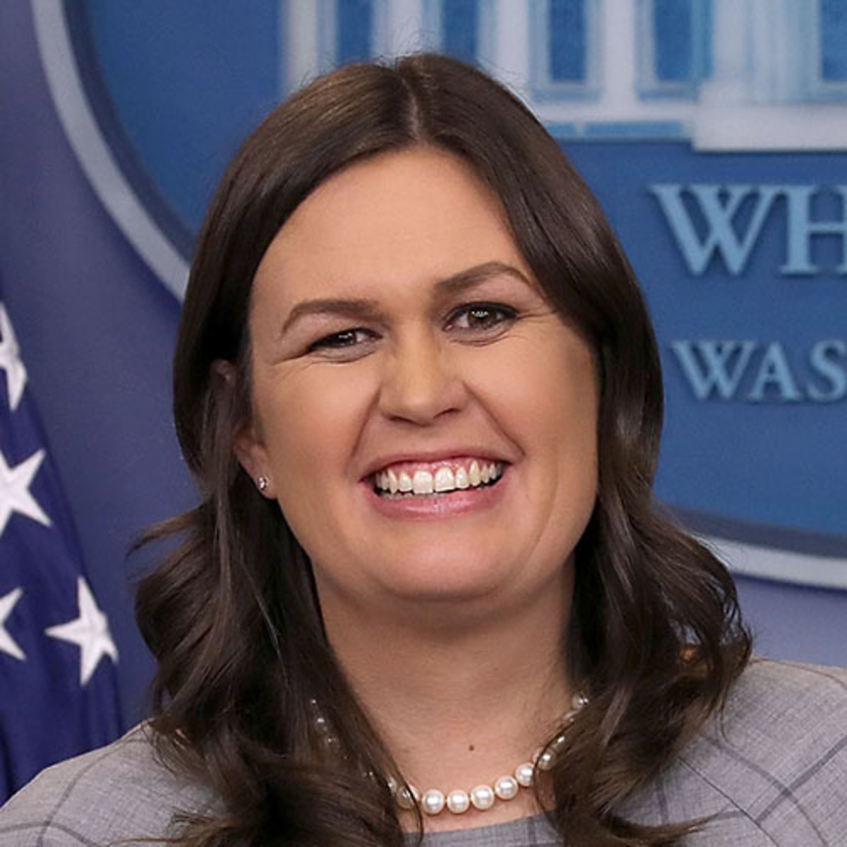 why did sarah sanders sue her father
