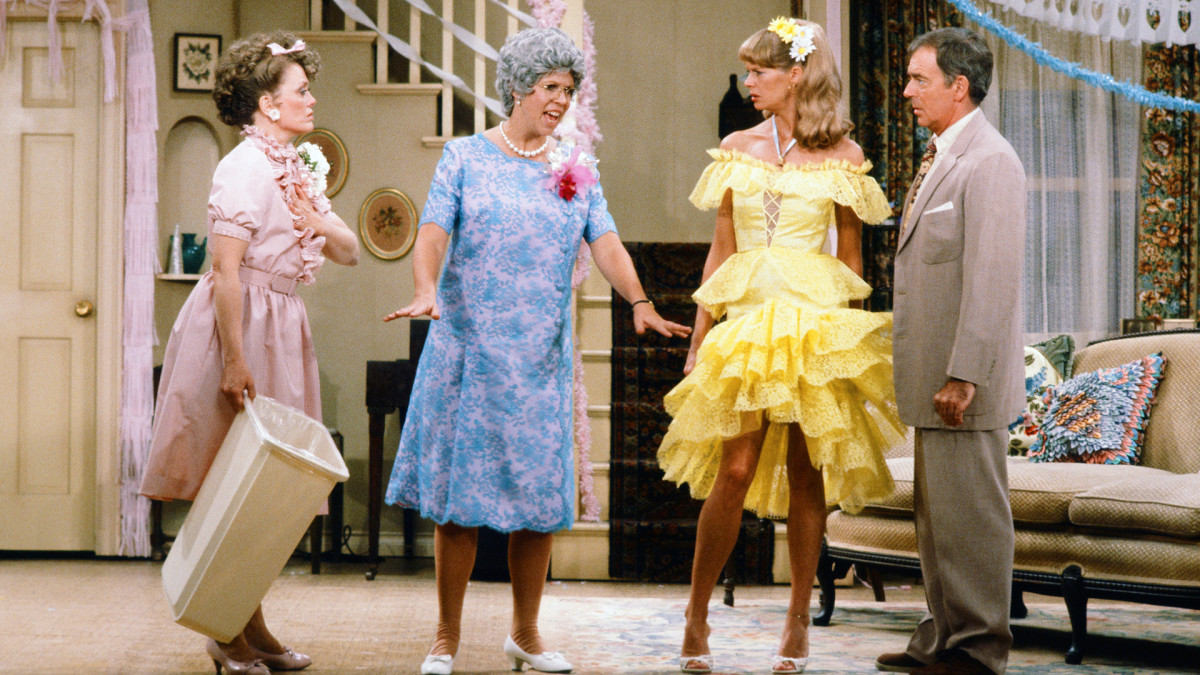 Rue McClanahan as Aunt Fran Crowley, Vicki Lawrence as Thelma 'Mama' Crowley Harper, Dorothy Lyman as Naomi Oates Harper, Ken Berry as Vinton Harper